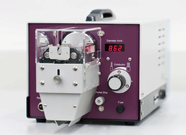 Komax Cosmic 60R / 60R-W / 60R-L – Станок для ротационной зачистки кабелей