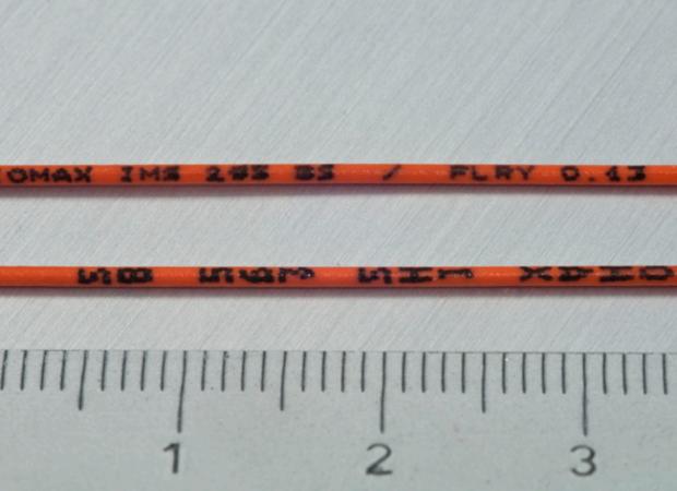 Komax IMS 295 BS (Black Small) – Принтер для каплеструйной маркировки черными чернилами мелким шрифтом: примеры готовых проводов с размером