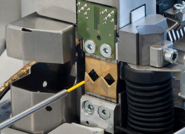 Komax Alpha 355 S – станок для комплексной обработки проводов: подача провода