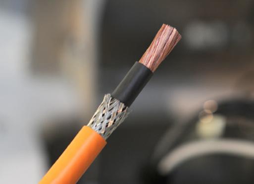 Komax Alpha 356 – станок для комплексной обработки проводов: провод крупным планом