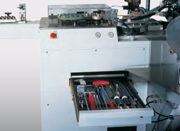 Komax Alpha 433 H – станок для комплексной обработки проводов больших сечений: набор инструментов