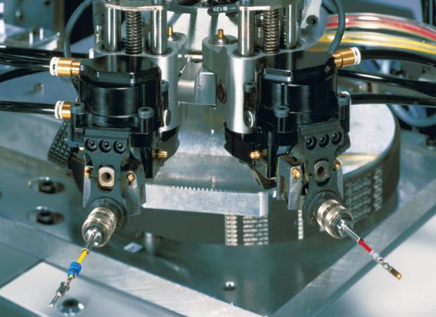Komax Alpha 477 – станок для автоматической обработки проводов, рабочий механизм