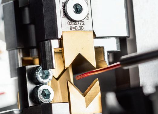 Komax Alpha 530 - автоматическая линия для обработки проводов с возможностью опрессовки: подача провода
