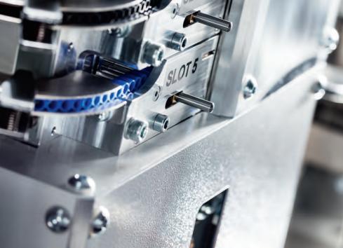 Komax Zeta 630 - автоматизация электромонтажа шкафов управления: крупный план