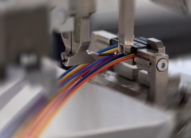 Обработка проводов на станке Komax Zeta 651