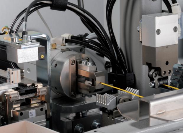 Станок для комплексной обработки проводов с установки провода в соединитель с одной стороны Komax Zeta 651