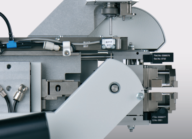 Komax mci 765C – модуль надевания резинового уплотнителя на провод: в работе