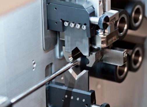 Процесс обработки провода на станке Komax Kappa 331