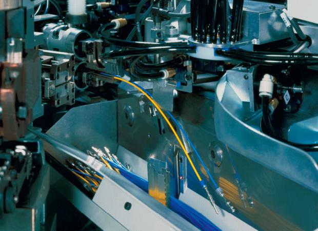 Komax Alpha 477 – станок для автоматической обработки проводов, производства спарок: процесс работы