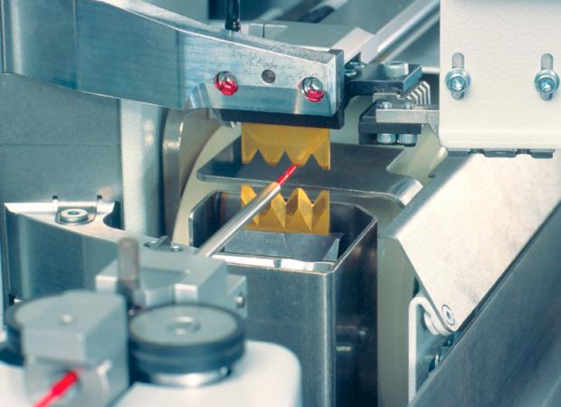 Komax Gamma 255 – станок для автоматической обработки провода: процесс работы крупным планом