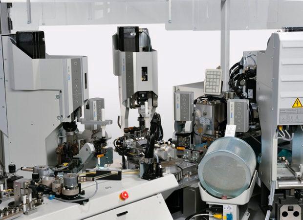 Komax Alpha 488 S – высокопроизводительный станок для скрутки проводов: общий вид