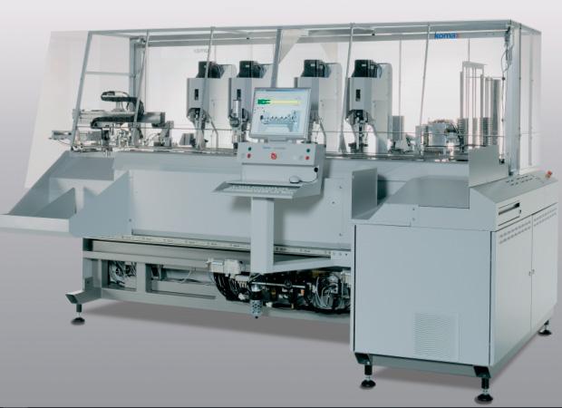 Komax Zeta 651 – станок для комплексной обработки проводов с установки провода в соединитель с одной стороны: общий вид