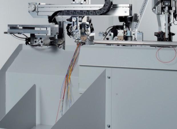 Провода при обработке в станке Komax Zeta 651