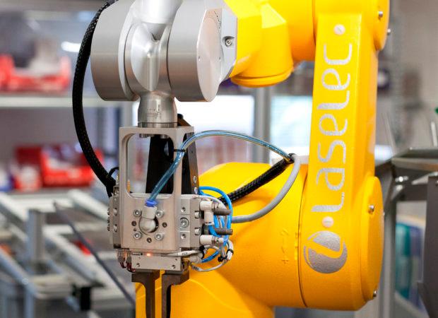 Laselec Rapidshare - автоматизированная обработка проводов и кабелей с лазерной маркировкой: детали крупным планом